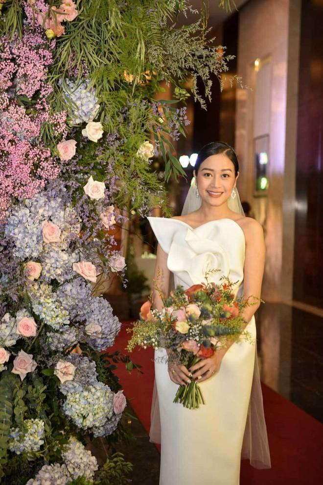 Biên tập viên VTV tiết lộ chuyện tình với MC Phí Linh trong lễ cưới - Ảnh 1.
