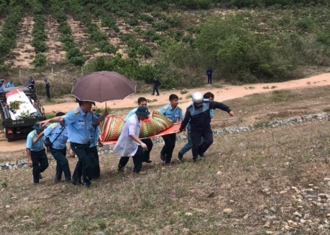 Máy bay quân sự rơi ở Khánh Hòa: Đưa thi thể 2 sĩ quan tử nạn về Nhà tang lễ Quân y 87 - Ảnh 2.