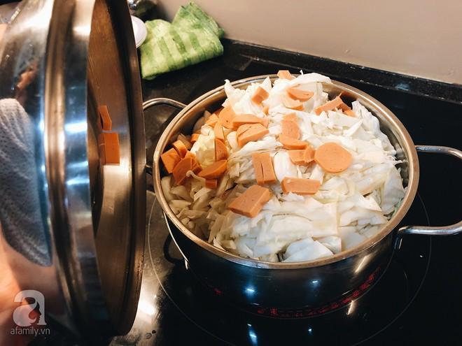 Gia đình ở Sài Gòn nuôi chú heo nặng gần 60kg, thực đơn riêng có tôm càng, xúc xích Đức, tổ yến - Ảnh 13.