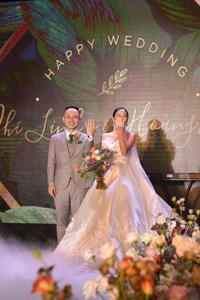 Biên tập viên VTV tiết lộ chuyện tình với MC Phí Linh trong lễ cưới - Ảnh 14.