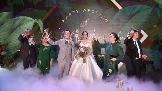Biên tập viên VTV tiết lộ chuyện tình với MC Phí Linh trong lễ cưới - Ảnh 15.
