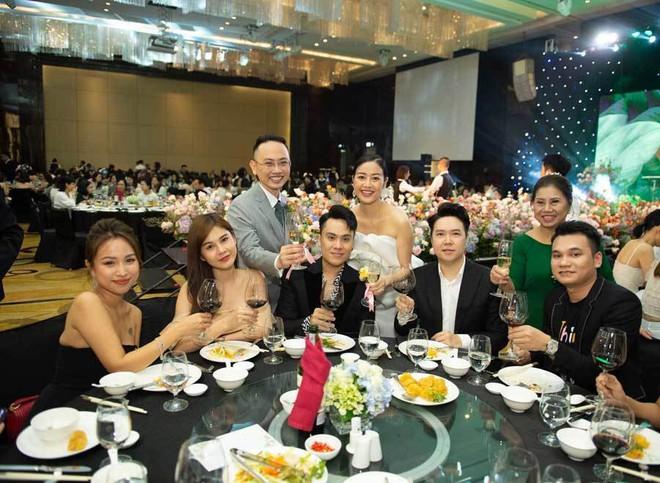 Biên tập viên VTV tiết lộ chuyện tình với MC Phí Linh trong lễ cưới - Ảnh 16.