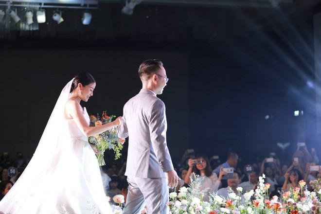 Biên tập viên VTV tiết lộ chuyện tình với MC Phí Linh trong lễ cưới - Ảnh 10.