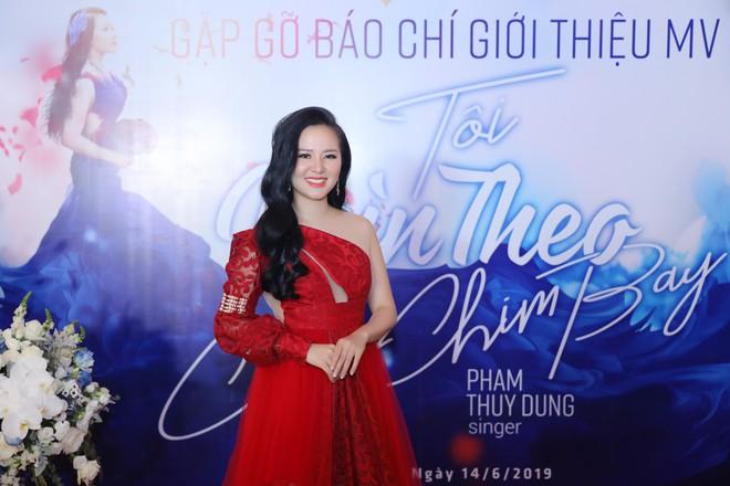 Ca sĩ Phạm Thùy Dung: Anh Nam bảo với tôi anh miễn nhiễm với gái đẹp rồi - Ảnh 1.