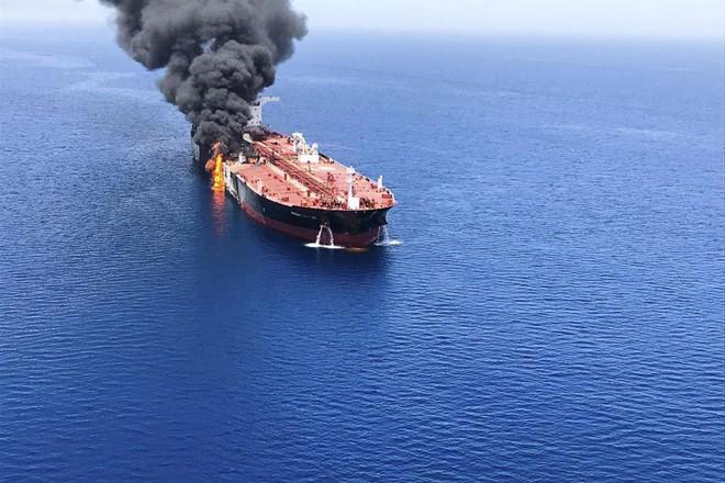 Iran phóng tên lửa tấn công máy bay Mỹ: Diễn biến mới cực kỳ nghiêm trọng! - Ảnh 1.