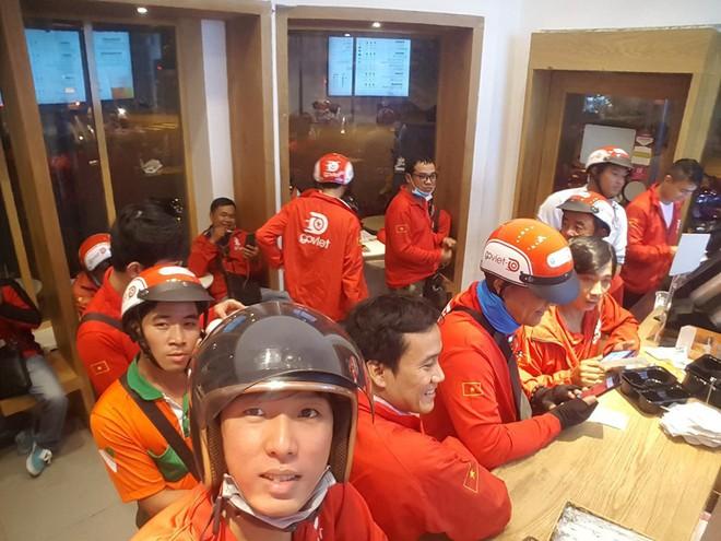 Lời miệt thị CEO Nhật ném vào tài xế công nghệ Việt và những bộ đồng phục định giá con người - Ảnh 2.