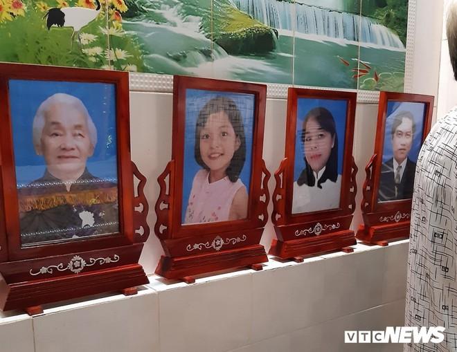 Xe container tông chết 5 người ở Tây Ninh: Xót xa 4 quan tài cạnh nhau sau chuyến xe định mệnh - Ảnh 1.