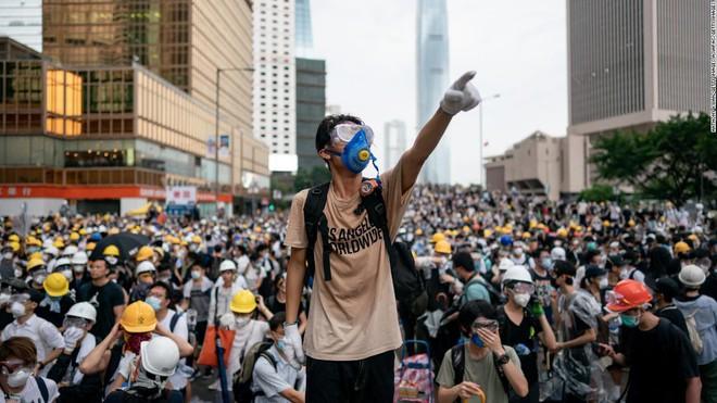 Người biểu tình đại thắng, lãnh đạo Hong Kong hối hận sâu sắc, hoãn dự luật dẫn độ vô thời hạn - Ảnh 1.