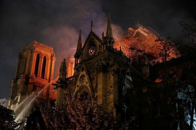 Tỷ phú hứa hẹn nhưng chưa chi 1 xu, Pháp xây dựng lại Nhà thờ Đức Bà Paris thế nào?  - Ảnh 2.