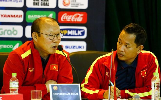 """Thái Lan, Trung Quốc đồng loạt """"tấn công"""", VFF tăng lương cho thầy Park?"""