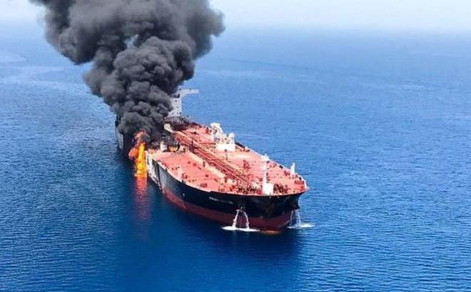 Ai hưởng lợi đằng sau vụ tấn công tàu chở dầu trên Vịnh Oman?