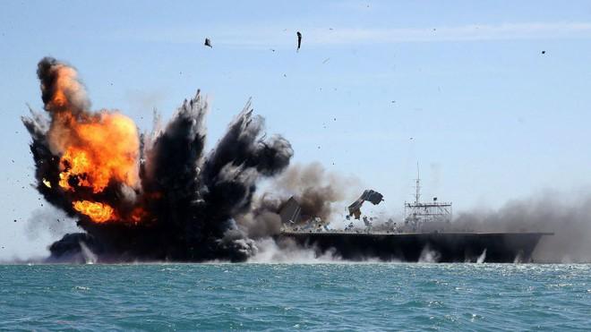 Kịch bản chiến tranh: Iran phục kích, đánh úp tàu chiến Mỹ - Cuộc trả đũa đẫm máu bắt đầu - Ảnh 2.
