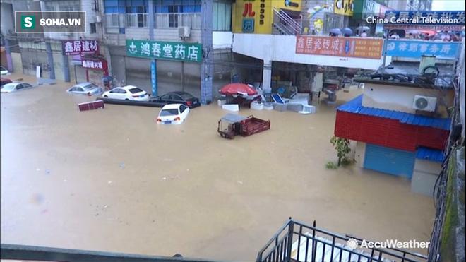 Khoảnh khắc thiên nhiên phẫn nộ: Lở đất nhấn chìm cả một quãng phố ở Trung Quốc - Ảnh 6.