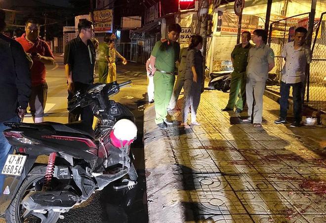 Chạy xe 'kẹp 3' gặp tai nạn, 3 người thương vong - Ảnh 1.