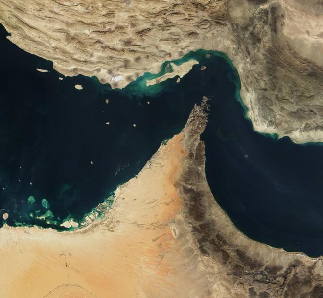 Tấn công tàu dầu: Mỹ bị đồng minh chơi đểu ở eo biển Hormuz hay sự cay cú của chú SAM? - Ảnh 2.