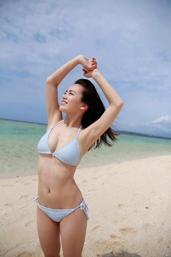 Mỹ nhân Nhật chuộng mặc bikini nhỏ xíu chụp sách ảnh - Ảnh 2.