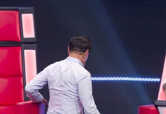 Vì sao Tuấn Ngọc, Tuấn Hưng tức giận rời ghế nóng The Voice? - Ảnh 5.