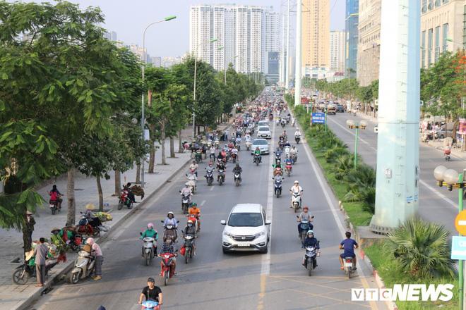 Ảnh: Xe biển xanh cũng lấn làn xe buýt nhanh BRT giữa phố Thủ đô - Ảnh 9.