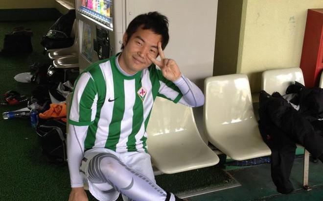 """Con trai thầy Park bật mí chuyện suýt trở thành cầu thủ, đố vui fan tìm ảnh thời còn """"xách giày ra sân"""" của mình"""