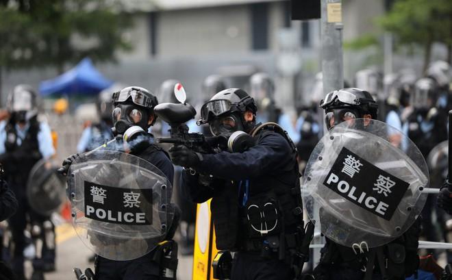 """Tưởng chừng đã ở nơi """"an toàn nhất"""", nhiều người biểu tình Hong Kong vẫn bị bắt vì lí do bất ngờ"""