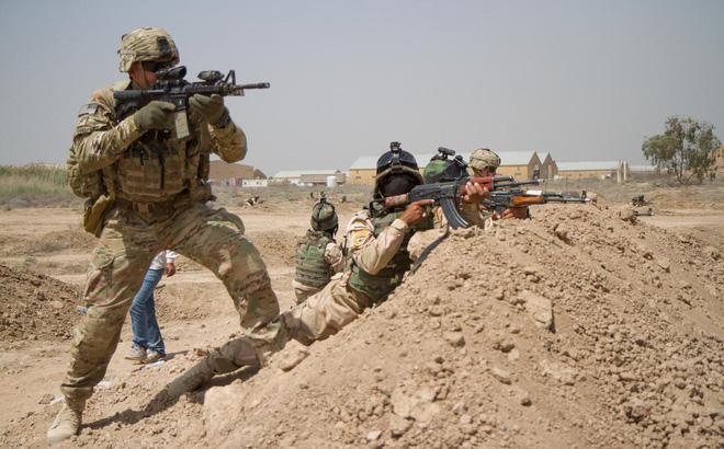 """Nóng: """"Quân ủy nhiệm"""" Iran khai hỏa vào căn cứ Mỹ ở Iraq: Chiến tranh chỉ tính bằng ngày?"""