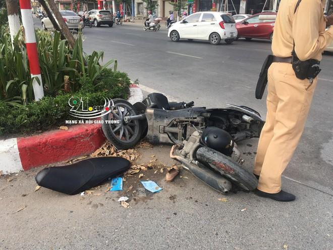 Camera an ninh bóc lỗi sang đường gây tai nạn nghiêm trọng của người phụ nữ đi xe máy - Ảnh 3.