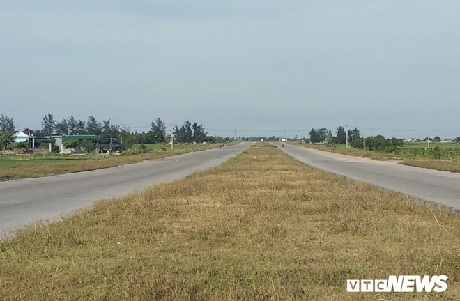 Cận cảnh dự án đường nghìn tỷ đồng dang dở, bỏ hoang, trở thành nơi chăn bò ở Nghệ An - Ảnh 2.