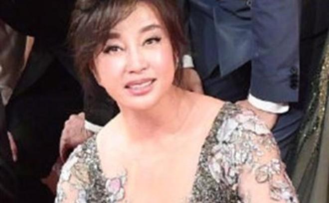 Nhan sắc 'Võ Tắc Thiên' Lưu Hiểu Khánh ở tuổi 64, khuôn mặt biến thành hình nộm vì phẫu thuật quá tay