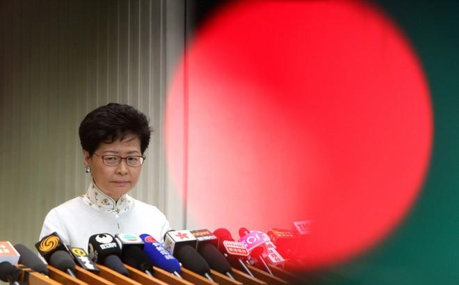 """Lãnh đạo Hong Kong mở họp báo xin lỗi người dân: Dự luật dẫn độ được đưa ra với """"mục đích tốt"""""""