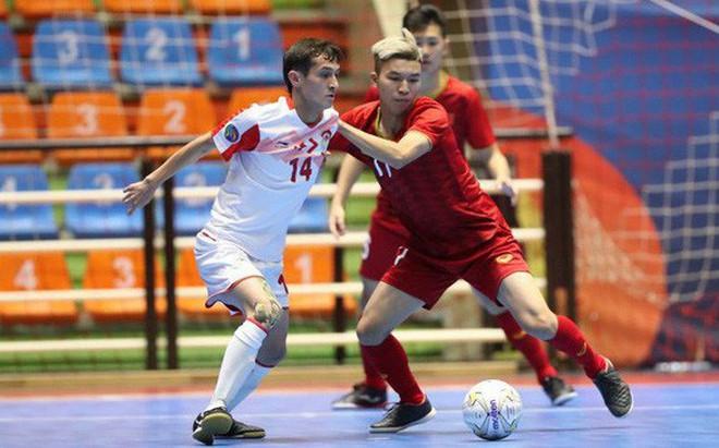 Thua thảm kình địch ĐNÁ ở giải châu lục, Việt Nam bị CĐV đối thủ mỉa mai thậm tệ