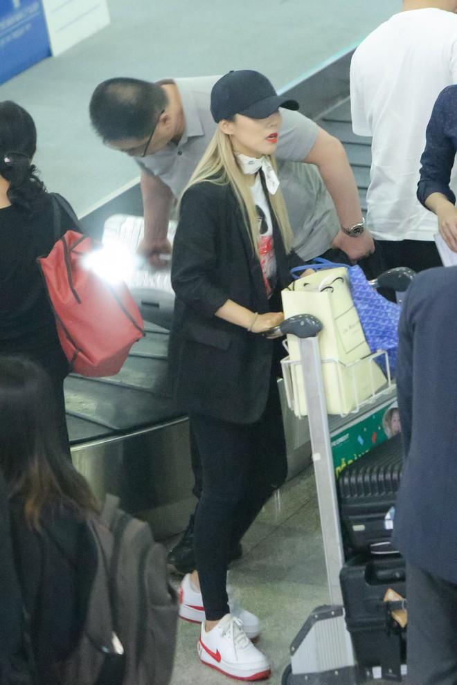 Hari Won ra tận sân bay đón báu vật Hàn Quốc Kim SoHyang - Ảnh 2.
