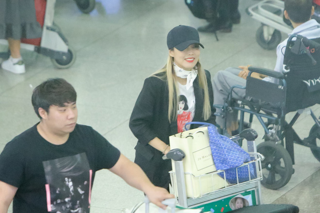 Hari Won ra tận sân bay đón báu vật Hàn Quốc Kim SoHyang - Ảnh 3.