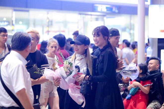 Hari Won ra tận sân bay đón báu vật Hàn Quốc Kim SoHyang - Ảnh 5.