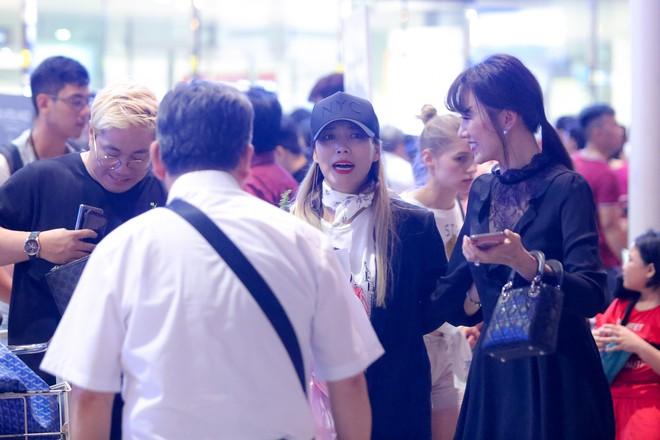 Hari Won ra tận sân bay đón báu vật Hàn Quốc Kim SoHyang - Ảnh 6.