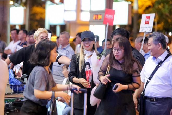Hari Won ra tận sân bay đón báu vật Hàn Quốc Kim SoHyang - Ảnh 8.