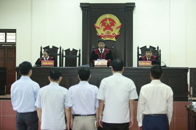 Tuyên phúc thẩm vụ án chạy thận Hoà Bình: Hoàng Công Lương 30 tháng tù, giám đốc Thiên Sơn hưởng án treo - Ảnh 3.