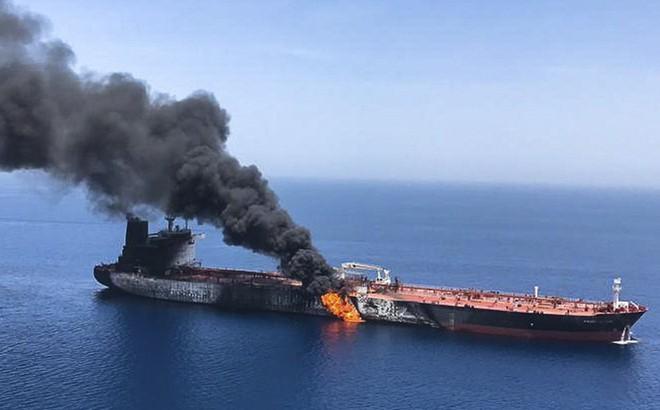 Siêu tàu dầu bị tấn công ở Hormuz: Iran liệu có dại dột chọc giận cả thế giới? - Ảnh 2.