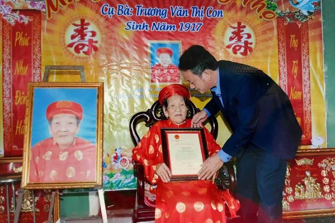 Cụ bà Quảng Trị 102 tuổi có 12 người con, 176 cháu nội ngoại - Ảnh 2.