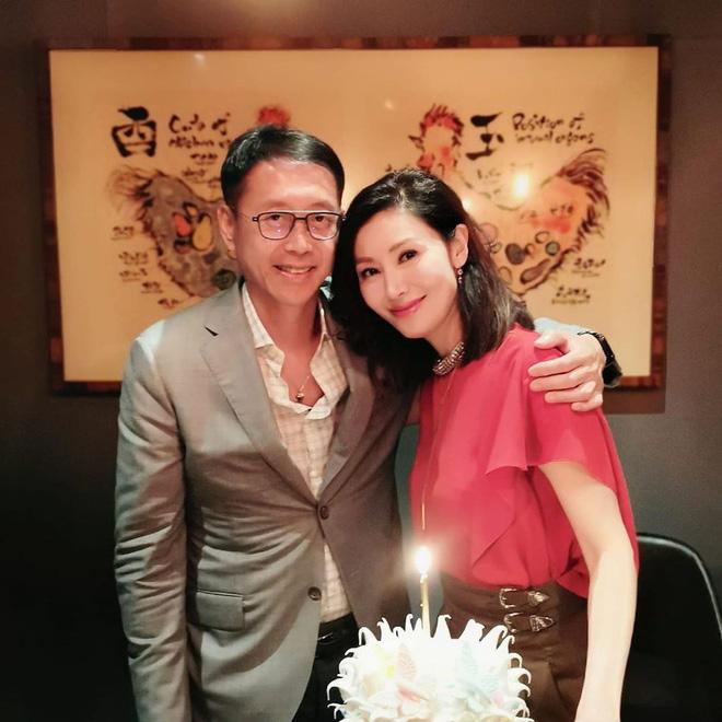 49 tuổi, Hoa hậu đẹp nhất Hong Kong Lý Gia Hân vẫn khiến mọi người ngưỡng mộ vì nhan sắc cực phẩm - Ảnh 1.
