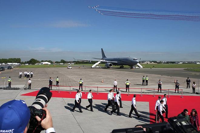 Hàng trăm máy bay hiện đại lộ diện tại Triển lãm hàng không Paris 2019 - Ảnh 1.