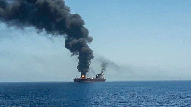 Vô số nghi vấn quanh vụ tấn công ở vịnh Oman: Hành động của Washington cho thấy Mỹ đã chột dạ? - Ảnh 2.