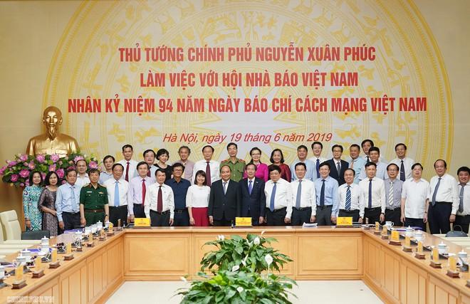 Thủ tướng: Báo chí phải phản ánh trung thực dòng chảy chính của xã hội - Ảnh 4.