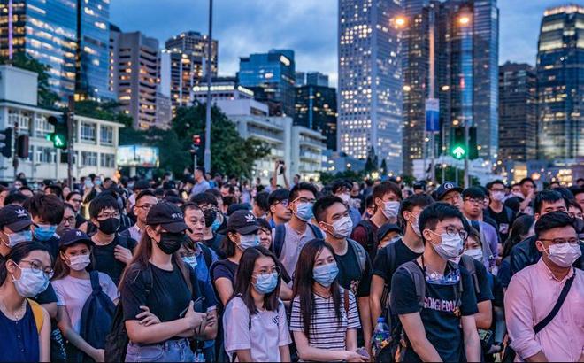 """Ngay lúc Hong Kong biểu tình, một """"cuộc chiến"""" khác cũng diễn ra xuyên màn đêm tại TQ"""