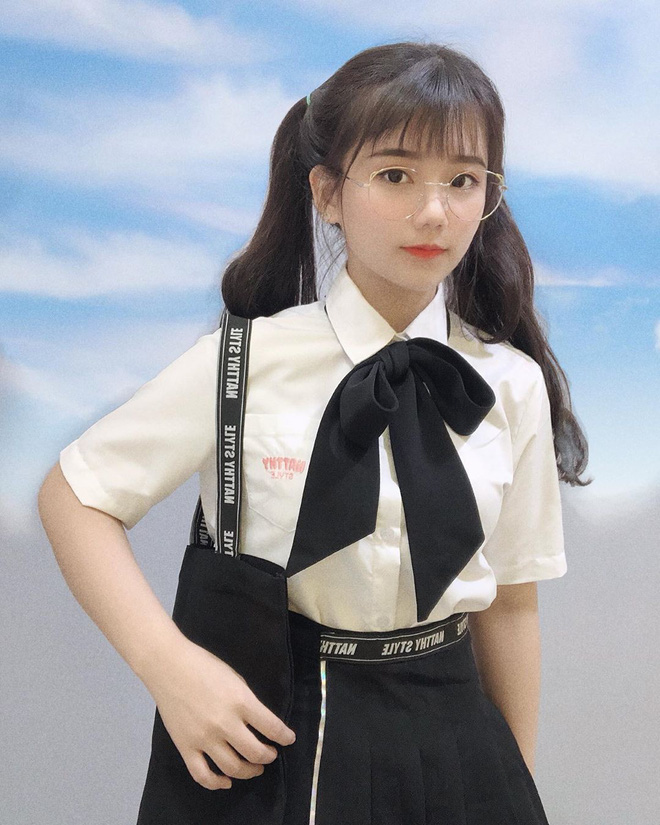 """Girl xinh Bình Dương sinh năm 2001 được mệnh danh là """"cực phẩm áo dài"""": Áo trắng có làm anh say nắng? - Ảnh 13."""
