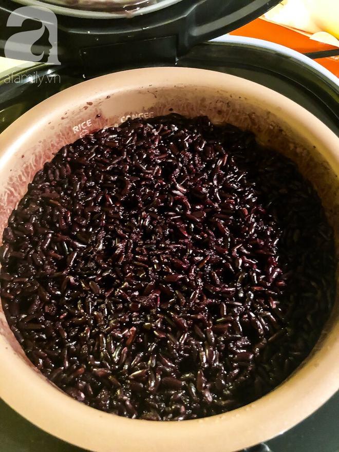 Chuẩn bị sẵn sàng đón Tết Đoan Ngọ cùng cơm rượu nếp cẩm làm cực đơn giản - Ảnh 6.