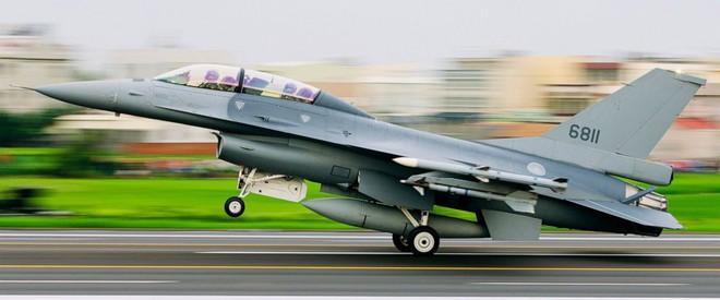Sân bay dã chiến, tiêm kích F-16V cũng không cứu được Đài Loan khi Trung Quốc tấn công? - Ảnh 2.