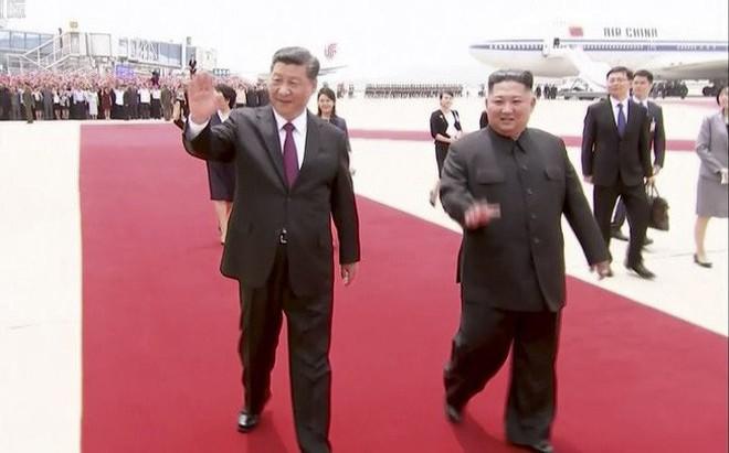 Ông Kim ra sân bay đón ông Tập: Xuất hiện nhân vật từng bị đồn đoán phải đi cải tạo lao động