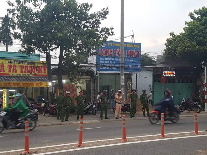 Khám nhà doanh nhân gọi giang hồ vây xe chở công an ở Đồng Nai - Ảnh 1.