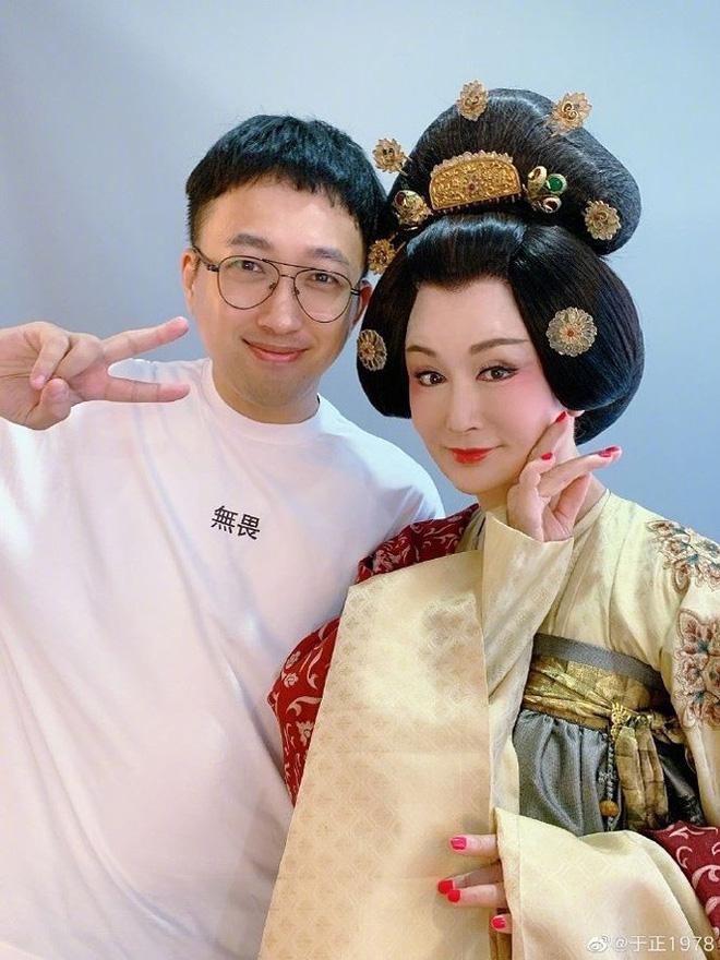 70 tuổi, 'Tiểu Long Nữ' Phan Nghinh Tử vẫn trẻ đẹp xao xuyến - Ảnh 1.