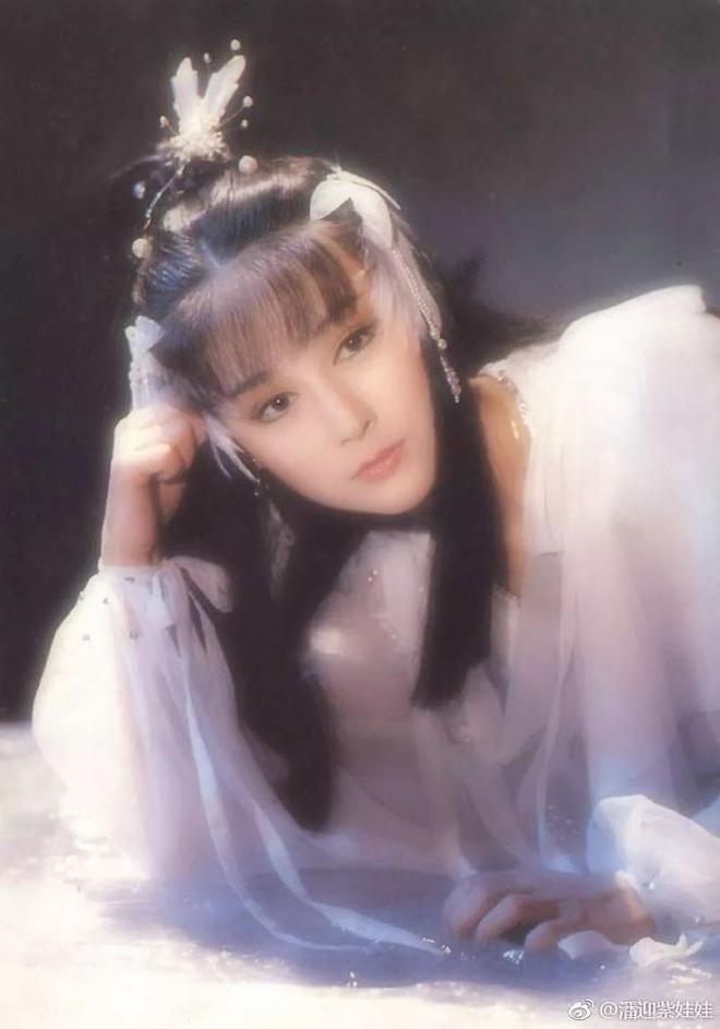 70 tuổi, 'Tiểu Long Nữ' Phan Nghinh Tử vẫn trẻ đẹp xao xuyến - Ảnh 2.